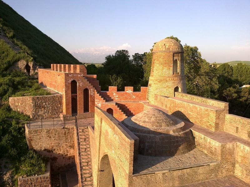 Гиссарская крепость XV век.