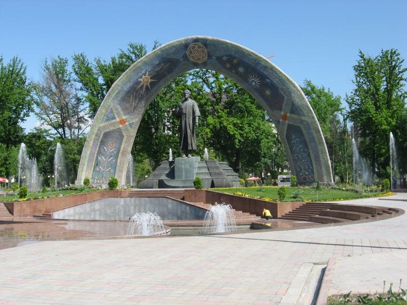 Душанбе. Памятник национальному поэту Рудаки
