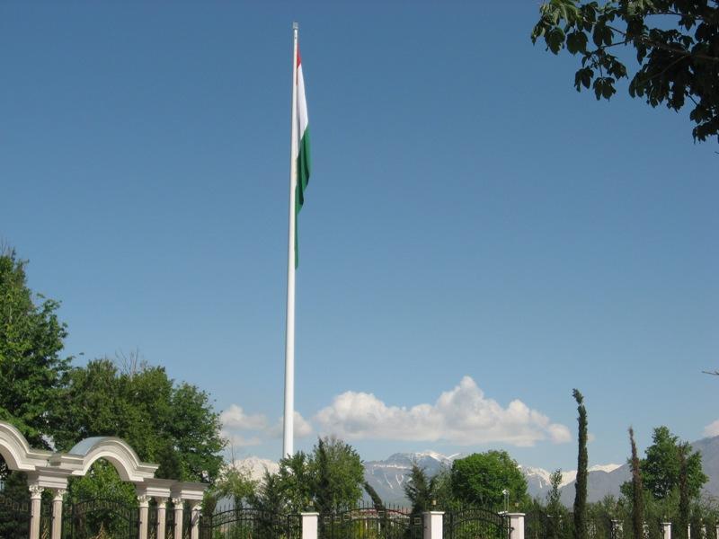 Душанбе. Флаг Таджикистана. Высота 165м.