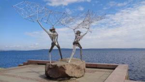 """Скульптура """"Рыбаки"""" на набережной Петрозаводска"""