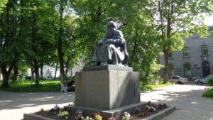 Памятник карельскому рунопевцу Петри Шемейкке